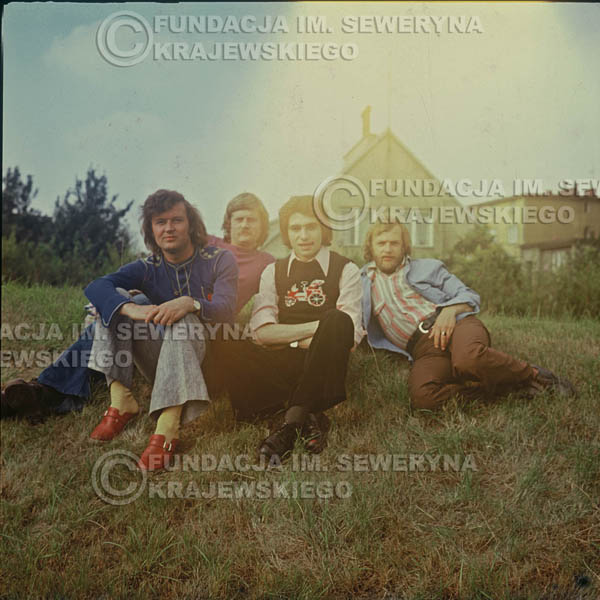 # 1501 - 1975r. sesja zdjęciowa w Sanoku. . Czerwone Gitary w składzie: Bernard Dornowski, Seweryn Krajewski, Ryszard Kaczmarek, Jerzy Skrzypczyk.