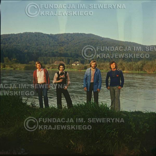 # 1510 - 1974r. sesja zdjęciowa w Sanoku. Czerwone Gitary w składzie: Bernard Dornowski, Seweryn Krajewski, Ryszard Kaczmarek, Jerzy Skrzypczyk.