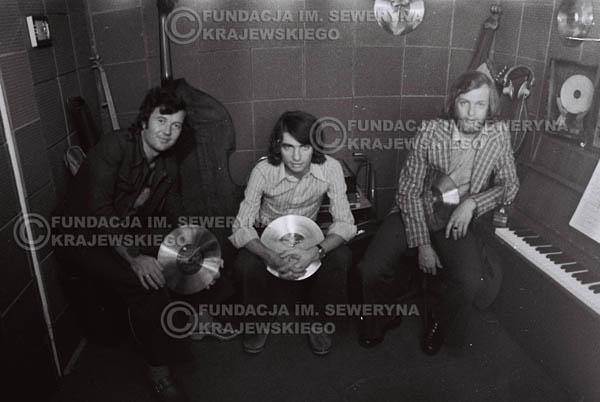 # 1553 - Seweryn Krajewski, Bernard Dornowski, Jerzy Skrzypczyk – 1974r. w małym domowym studio w mieszkaniu Seweryna Krajewskiego w Sopocie.