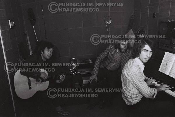 # 1555 - Seweryn Krajewski, Bernard Dornowski, Jerzy Skrzypczyk – 1974r. w małym domowym studio w mieszkaniu Seweryna Krajewskiego w Sopocie.