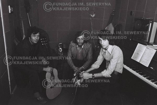 # 1561 - Seweryn Krajewski, Bernard Dornowski, Jerzy Skrzypczyk – 1974r. w małym domowym studio w mieszkaniu Seweryna Krajewskiego w Sopocie.
