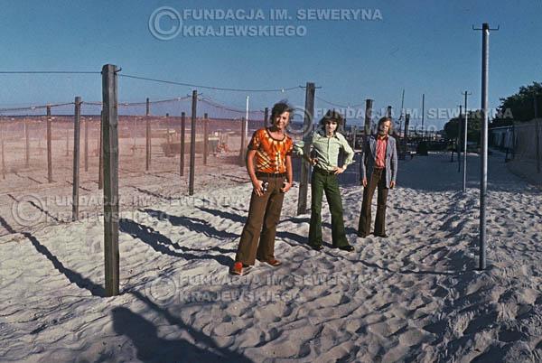 # 1563 - 1973r. plaża w Sopocie, od lewej: Bernard Dornowski, Seweryn Krajewski, Jerzy Skrzypczyk.