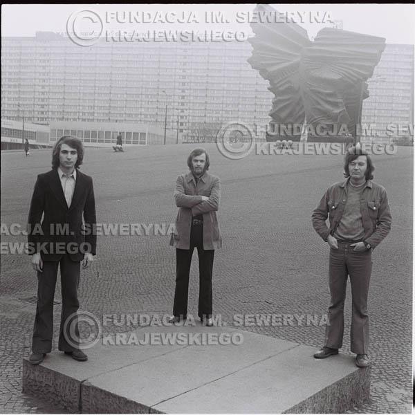 # 1601 - 1973r. Katowice, przy Pomniku Powstańców Śląskich: Jerzy Skrzypczyk, Seweryn Krajewski, Bernard Dornowski