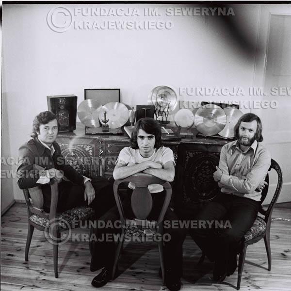 # 1616 - Od lewej: Bernard Dornowski Seweryn Krajewski, Jerzy Skrzypczyk – 1974r. w domu Seweryna Krajewskiego w Sopocie.