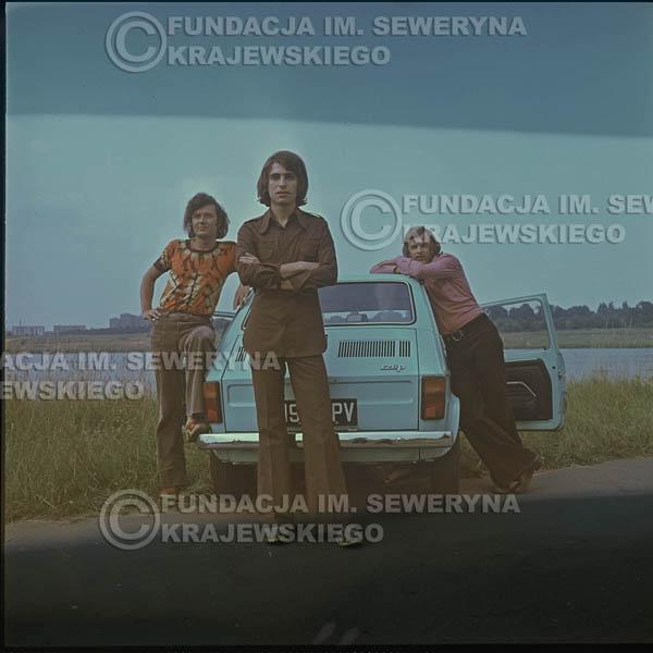 # 1639 - Poznań 1974 rok- Czerwone Gitary (w składzie: Seweryn Krajewski, Bernard Dornowski, Jerzy Skrzypczyk) z Fiatem 126p nad Jeziorem Malta, ówczesna propozycja reklamowa, która jednak nie doszła do skutku. Powstała nawet piosenka o małym polskim Fiacie