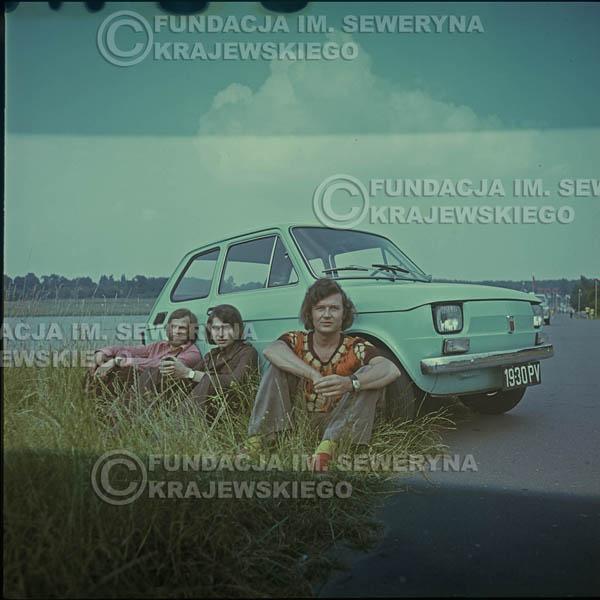 # 1644 - Poznań 1974 rok- Czerwone Gitary (w składzie: Seweryn Krajewski, Bernard Dornowski, Jerzy Skrzypczyk) z Fiatem 126p nad Jeziorem Malta, ówczesna propozycja reklamowa, która jednak nie doszła do skutku. Powstała nawet piosenka o małym polskim Fiacie