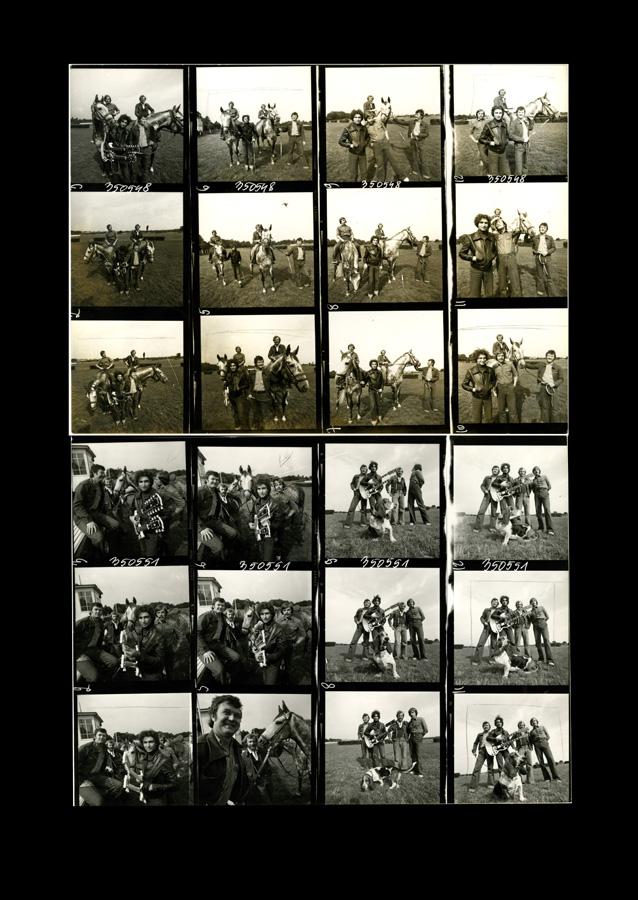 # 1667 - 1977 r. - Czerwone Gitary z Janem Pospieszalskim na terenie wyścigów konnych
