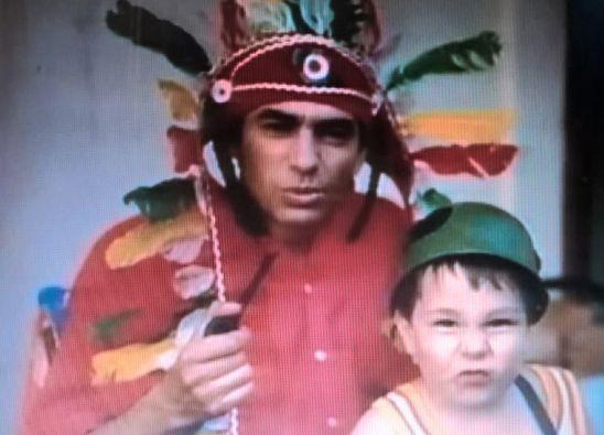 # 1791 - Seweryn Krajewski z synem Maksymilianem w domu - 1989 rok
