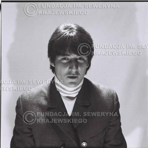 # 181 - 1967r. Krzysztof Klenczon sesja zdjęciowa do płyty pt: 'Czerwone Gitary 3'