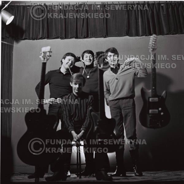 # 221 - Sesja zdjęciowa do okładki płyty pt: 'Czerwone Gitary 2' 1966r.