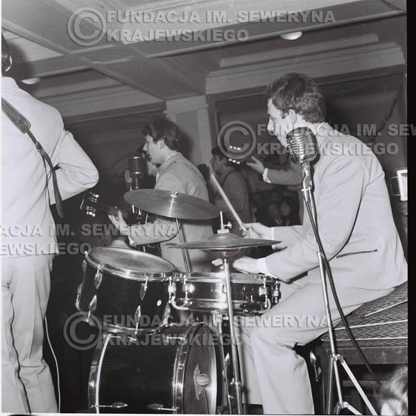 # 246 - 1965r. Czerwone Gitary występ w zimowym Nonstopie