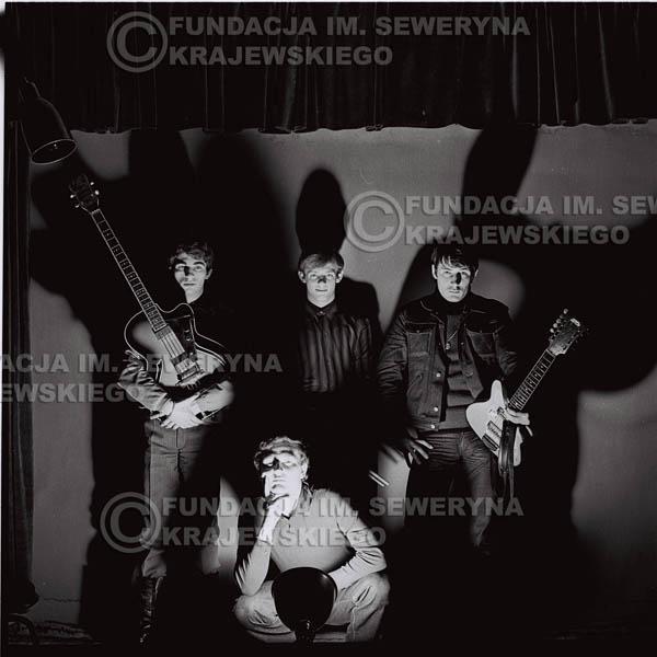 # 257 - 1966r. sesja zdjęciowa do płyty pt: 'Czerwone Gitary śpiewają kolędy'
