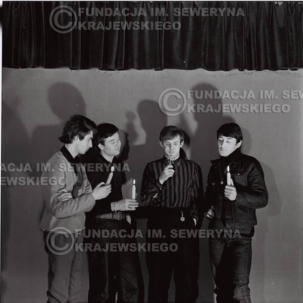 # 262 - 1966r. sesja zdjęciowa do płyty pt: 'Czerwone Gitary śpiewają kolędy'