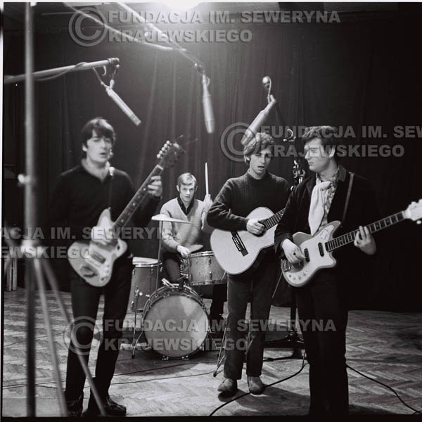 # 263 - 1967r. Czerwone Gitary, klub 'Ster' w Gdańsku-Wrzeszczu, próba mikrofonu
