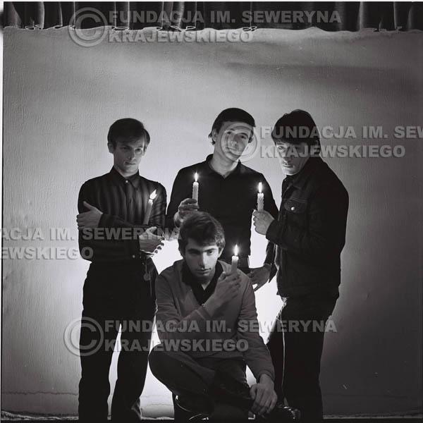 # 265 - 1966r. sesja zdjęciowa do płyty pt: 'Czerwone Gitary śpiewają kolędy'
