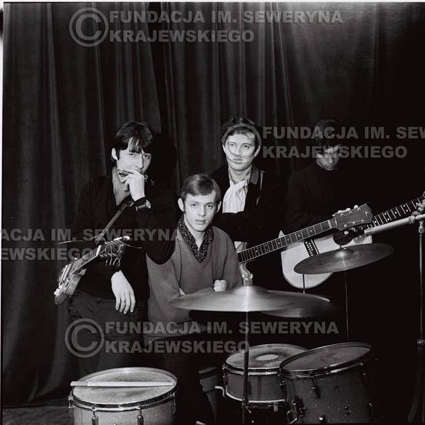 # 269 - 1967r. Czerwone Gitary, Klub 'Ster' w Gdańsku-Wrzeszczu, próba mikrofonu