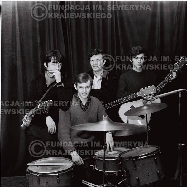 # 270 - 1967r. Czerwone Gitary, Klub 'Ster' w Gdańsku-Wrzeszczu, próba mikrofonu