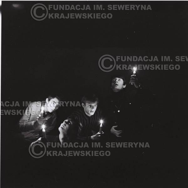 # 283 - Sesja zdjęciowa do okładki płyty pt: 'Czerwone Gitary śpiewają kolędy' 1966r.
