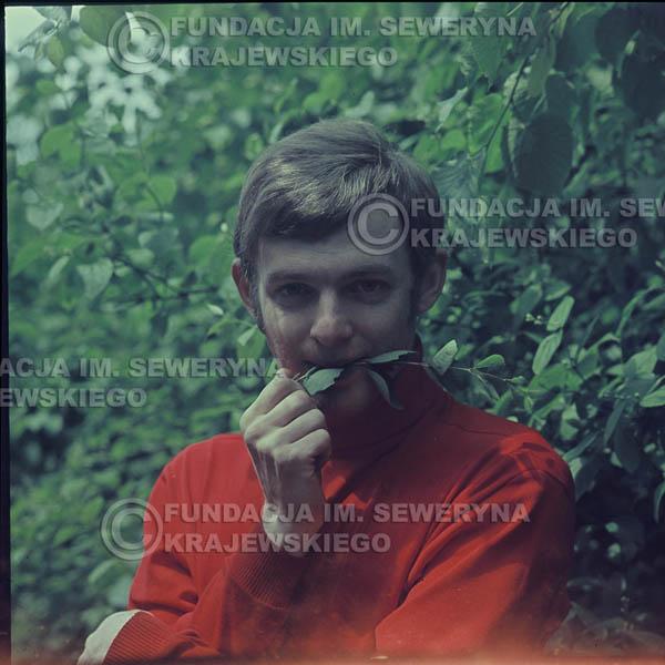 # 322 - Jerzy Skrzypczyk, sesja zdjęciowa do płyty pt: 'Czerwone Gitary 3' Park Oliwski, 1967r.