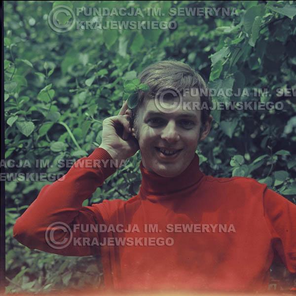 # 323 - Jerzy Skrzypczyk, sesja zdjęciowa do płyty pt: 'Czerwone Gitary 3' Park Oliwski, 1967r.