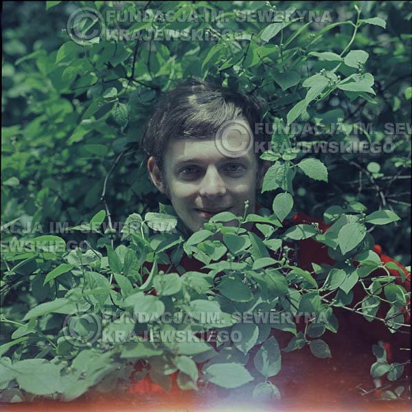 # 324 - Jerzy Skrzypczyk, sesja zdjęciowa do płyty pt: 'Czerwone Gitary 3' Park Oliwski, 1967r.