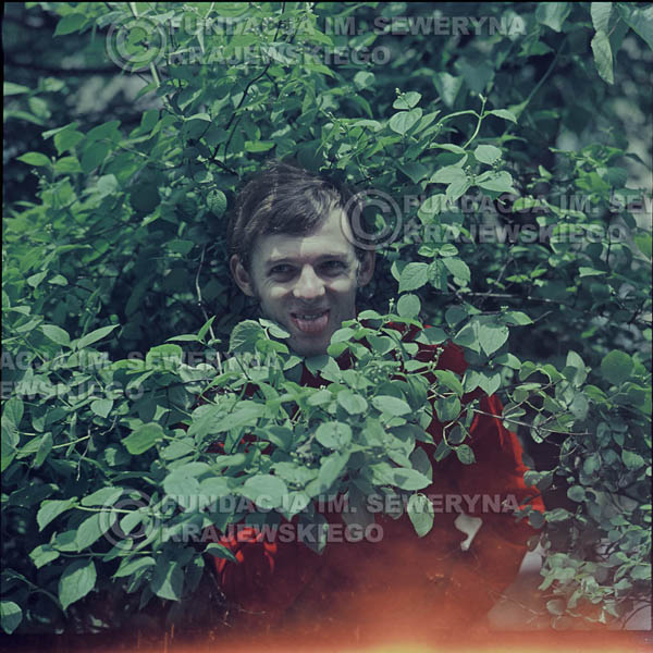 # 325 - Jerzy Skrzypczyk, sesja zdjęciowa do płyty pt: 'Czerwone Gitary 3' Park Oliwski, 1967r.