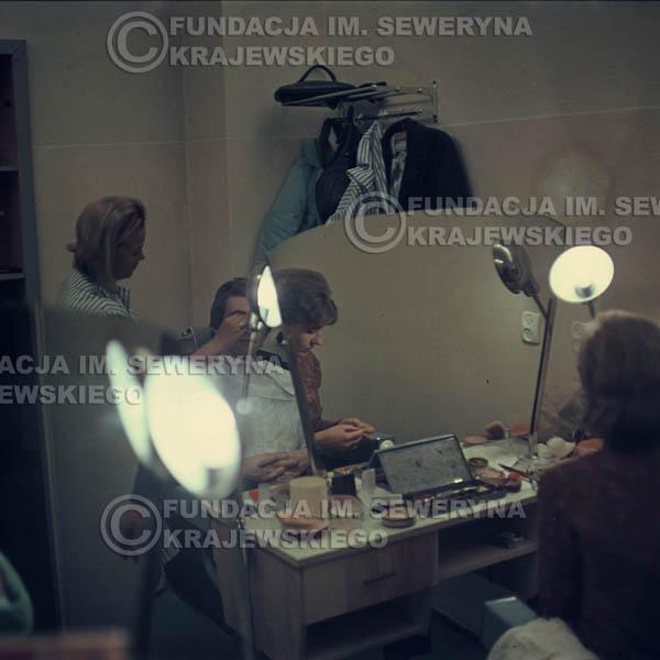 # 350 - Seweryn Krajewski, 1967r. makijaż przed występem w telewizji w Warszawie