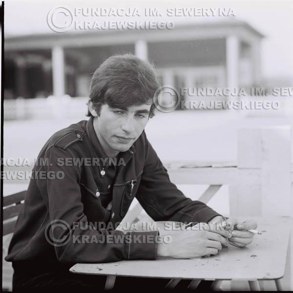 # 384 - Seweryn Krajewski, 1967r. sesja w Sopocie (zdjęcia dla fanów do autografów)