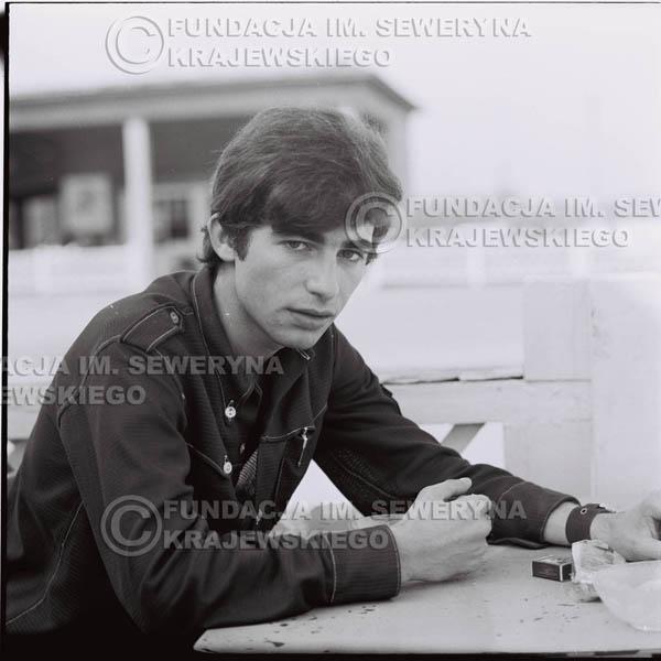 # 395 - Seweryn Krajewski, 1967r. sesja w Sopocie (zdjęcia dla fanów do autografów)
