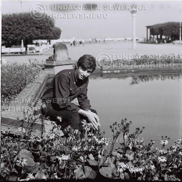# 408 - Seweryn Krajewski, 1967r. sesja w Sopocie (zdjęcia dla fanów do autografów)