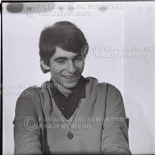 # 429 - Seweryn Krajewski, sesja zdjęciowa do płyty pt: 'Czerwone Gitary 3', 1967r.
