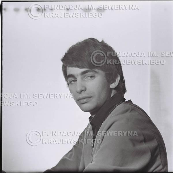 # 431 - Seweryn Krajewski, sesja zdjęciowa do płyty pt: 'Czerwone Gitary 3', 1967r.