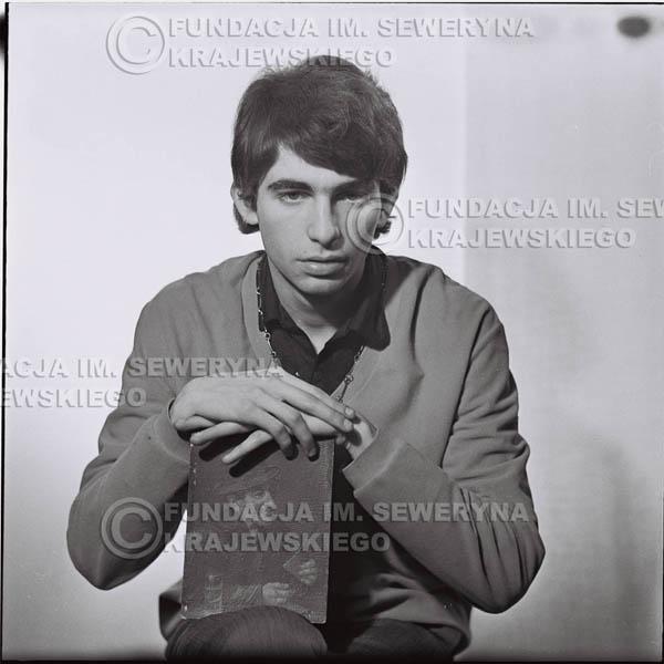 # 433 - Seweryn Krajewski, sesja zdjęciowa do płyty pt: 'Czerwone Gitary 3', 1967r.