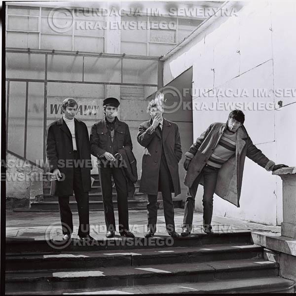 # 437 - Czerwone Gitary, 1967r. sesja w Sopocie (zdjęcia dla fanów do autografów)
