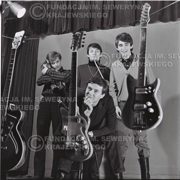 # 460 - Sesja zdjęciowa do okladki płyty pt: 'Czerwone Gitary 2' 1966r.