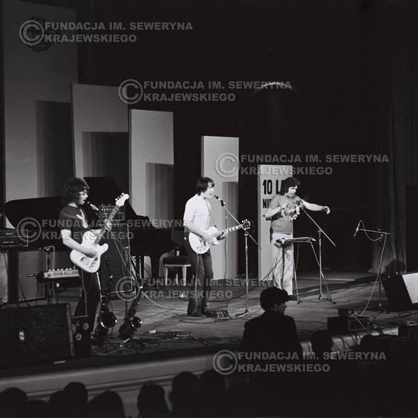 # 475 - Trasa koncertowa na dziesięciolecie Niebiesko - Czarnych, a jednocześnie ostatnia trasa koncertowa Krzysztofa Klenczona przed wyjazdem do USA pod hasłem 'Nie Przejdziemy do Historii'.1971r.