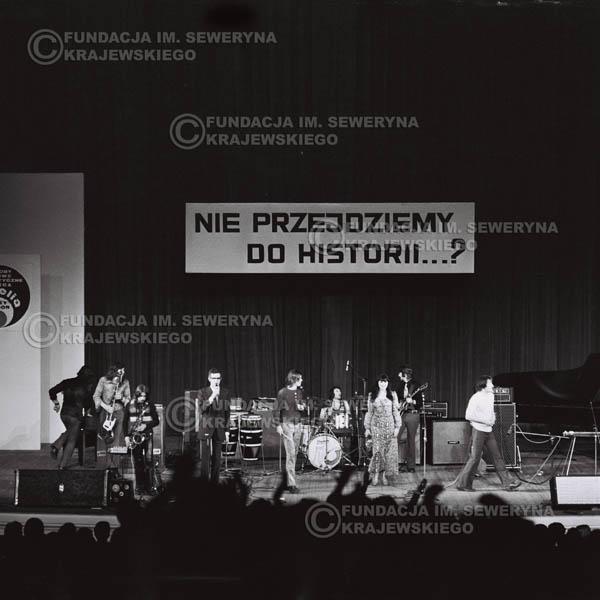 # 480 - Trasa koncertowa na dziesięciolecie Niebiesko - Czarnych, a jednocześnie ostatnia trasa koncertowa Krzysztofa Klenczona przed wyjazdem do USA pod hasłem 'Nie Przejdziemy do Historii'.1971r.