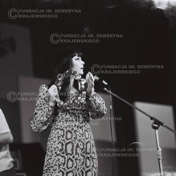 # 489 - Ada Rusowicz -Trasa koncertowa na dziesięciolecie Niebiesko - Czarnych a jednocześnie ostatnia trasa koncertowa Krzysztofa Klenczona przed wyjazdem do USA pod hasłem 'Nie Przejdziemy do Historii'.1971r.