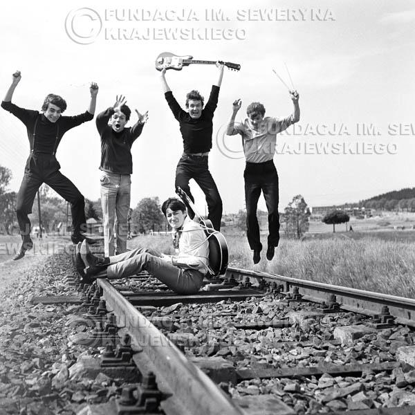 # 51 - Czerwone Gitary 1966r. Od lewej Seweryn Krajewski, Jerzy Kossela, Krzysztof Klenczon, Bernard Dornowski, Jerzy Skrzypczyk