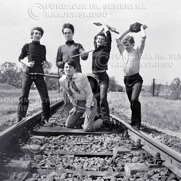 # 52 - Czerwone Gitary 1966r. Od lewej Seweryn Krajewski, Jerzy Kossela, Krzysztof Klenczon, Bernard Dornowski, Jerzy Skrzypczyk