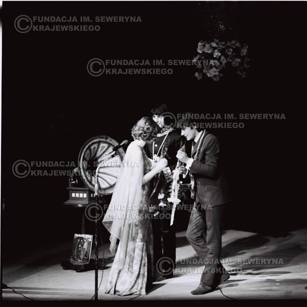# 538 - 1968r. kwiecień,  Musicorama (powstała z inicjatywy Franciszka Walickiego) Sala Kongresowa w Pałacu Kultury i Nauki w Warszawie. Od lewej: Czesław Niemen, Krzysztof Klenczon.