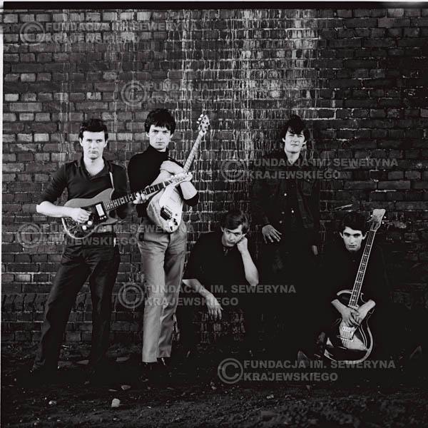 # 559 - 1966r. 'Czerwone Gitary', Łódź. Zdjęcie z sesji do okładki pierwszego longpleya 'Czerwonych Gitar' pod tytułem  'To Właśnie My'.
