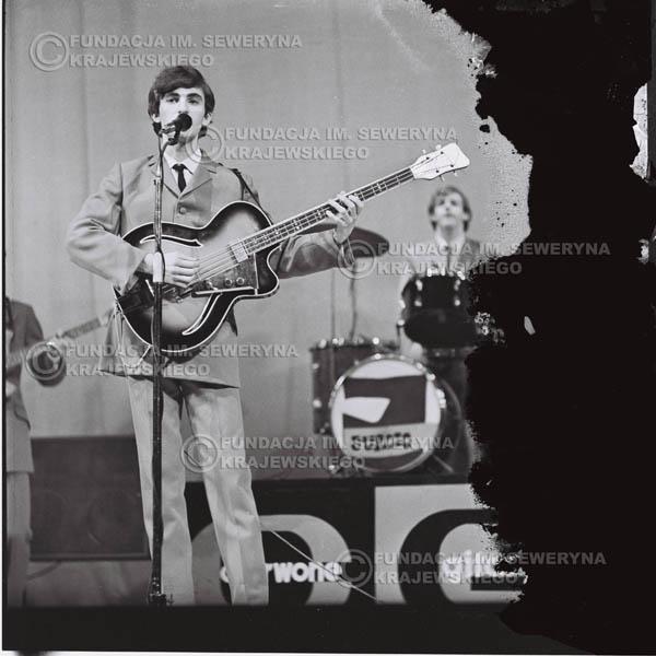 # 565 - Koncert 'Czerwonych Gitar' 1966r. w Elblągu. Na pierwszym planie Seweryn Krajewski.