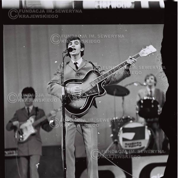 # 577 - Koncert Czerwonych Gitar 1966r. w Elblągu.Na Pierwszym planie Seweryn Krajewski.
