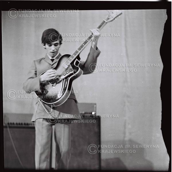 # 578 - Koncert Czerwonych Gitar 1966r. w Elblągu. Na pierwszym planie Seweryn Krajewski.