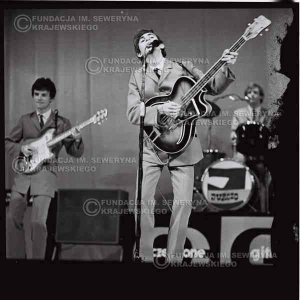 # 579 - Koncert Czerwonych Gitar 1966r. w Elblągu. Na pierwszym planie Seweryn Krajewski.
