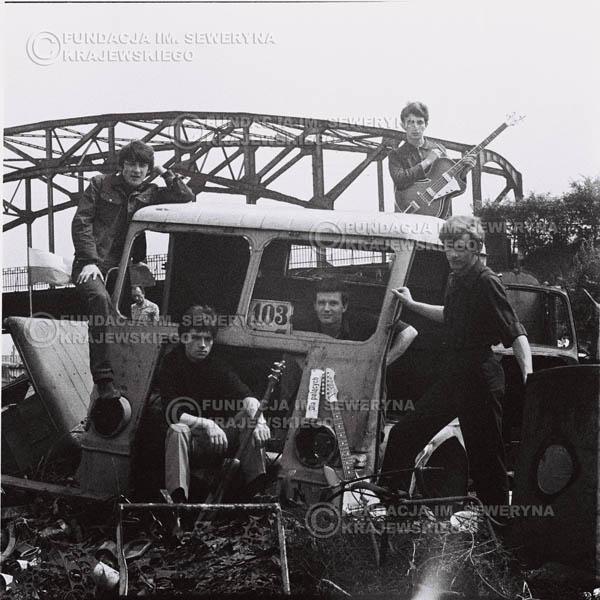 # 593 - 1966r. Czerwone Gitary, Łódź.  Zdjęcie z sesji do okładki pierwszego longpleya pod tytułem  'To Wlasnie My'.