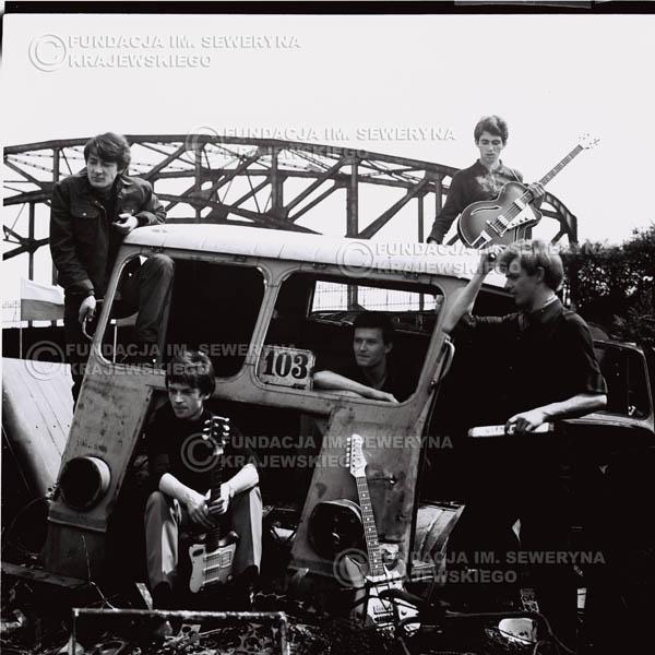 # 604 - 1966r. Czerwone Gitary, Łódź.  Zdjęcie z sesji do okładki pierwszego longpleya pod tytułem  'To Wlasnie My'.