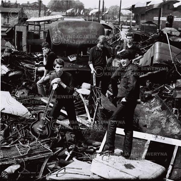 # 630 - 1966r. Czerwone Gitary, Łódź.  Zdjęcie z sesji do okładki pierwszego longpleya Czerwonych Gitar pod tytułem: 'To Wlasnie My'.