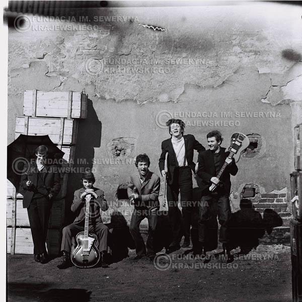 # 658 - 1966r. Czerwone Gitary, Łódź.  Zdjęcie z sesji do okładki pierwszego longpleya Czerwonych Gitar pod tytułem:  'To Wlaśnie My'.